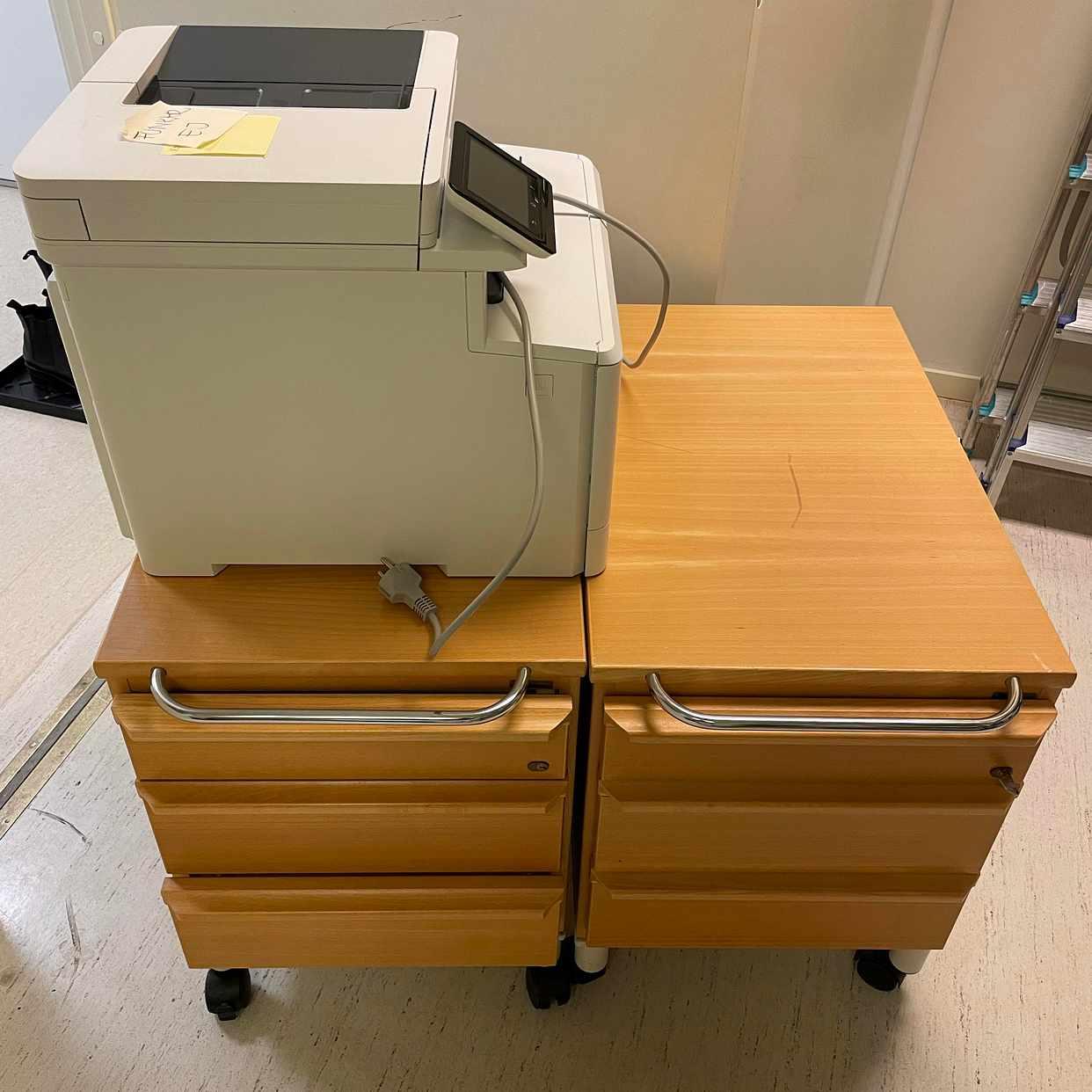 image of Hurtsar, fax och en dörr - Täby
