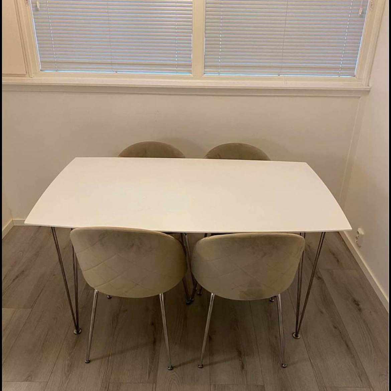 image of Hämta stolar & bord -