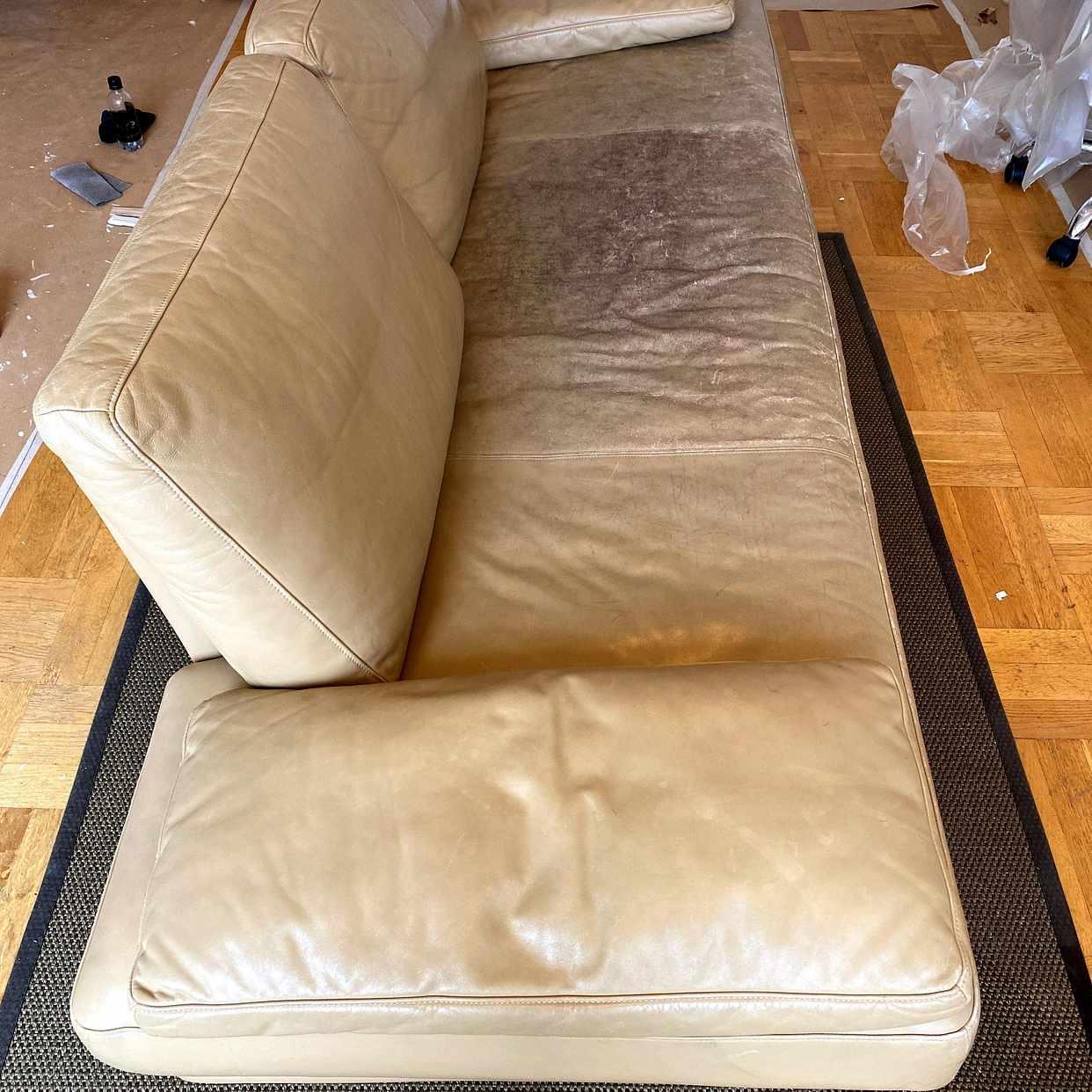image of Hämta och slänga en soffa -