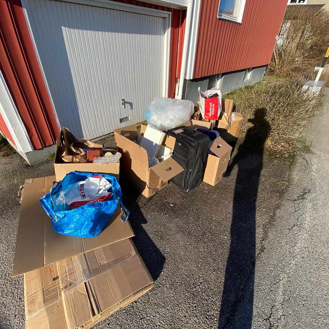 image of Boxes + furniture - Enskede