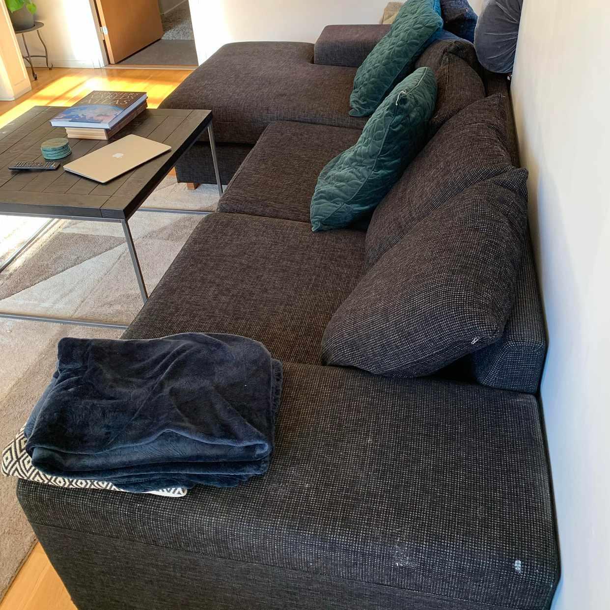 image of Forsla bort soffan - Bromma