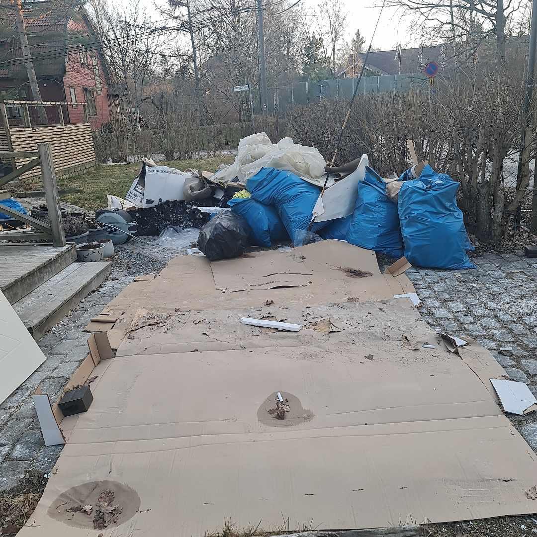 image of Skräp från flytt - Huddinge