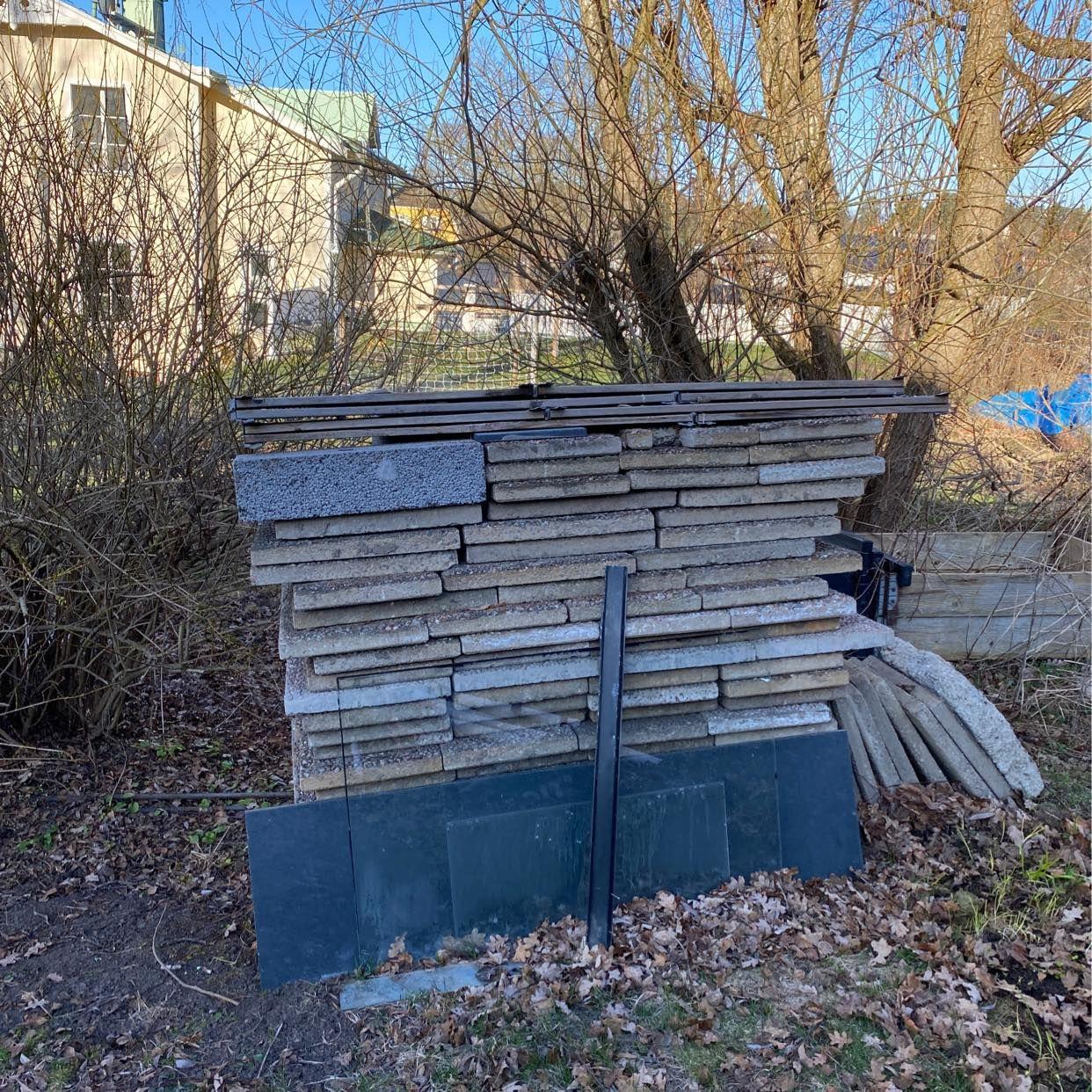 image of Ta bort saker från tomten - Lidingö