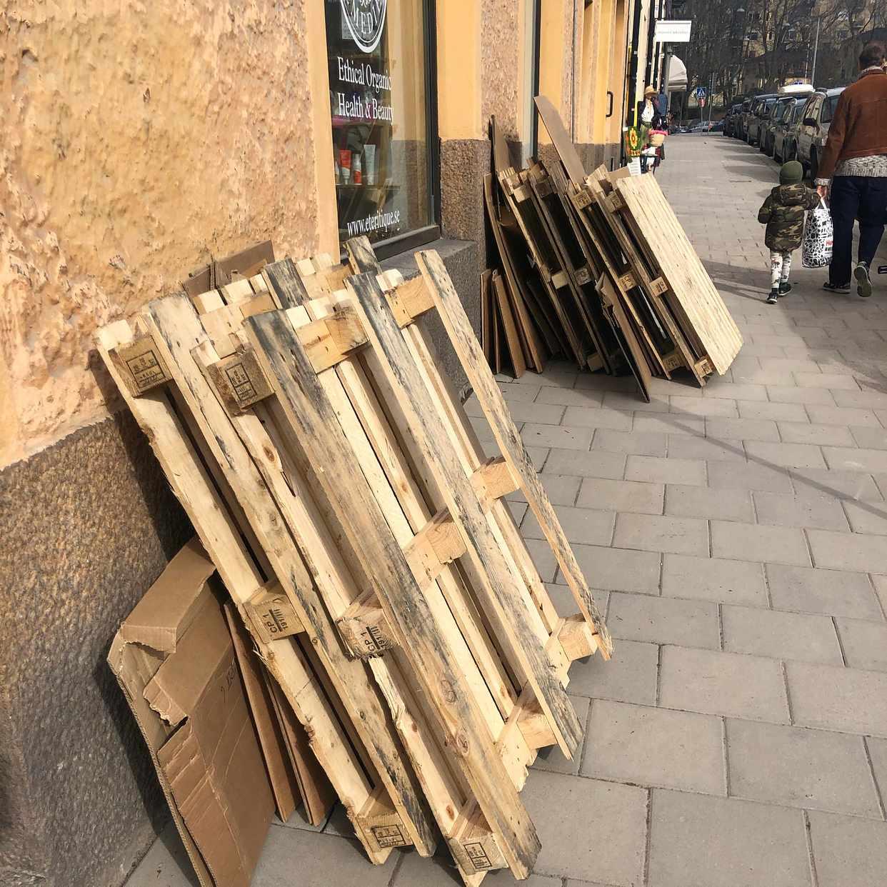 image of 6 pallar + kartong - Stockholms Stad