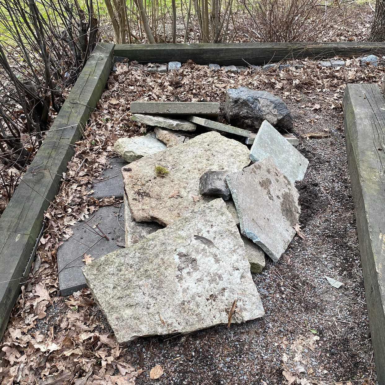 image of Träbalkar, sten & annat - Saltsjöbaden