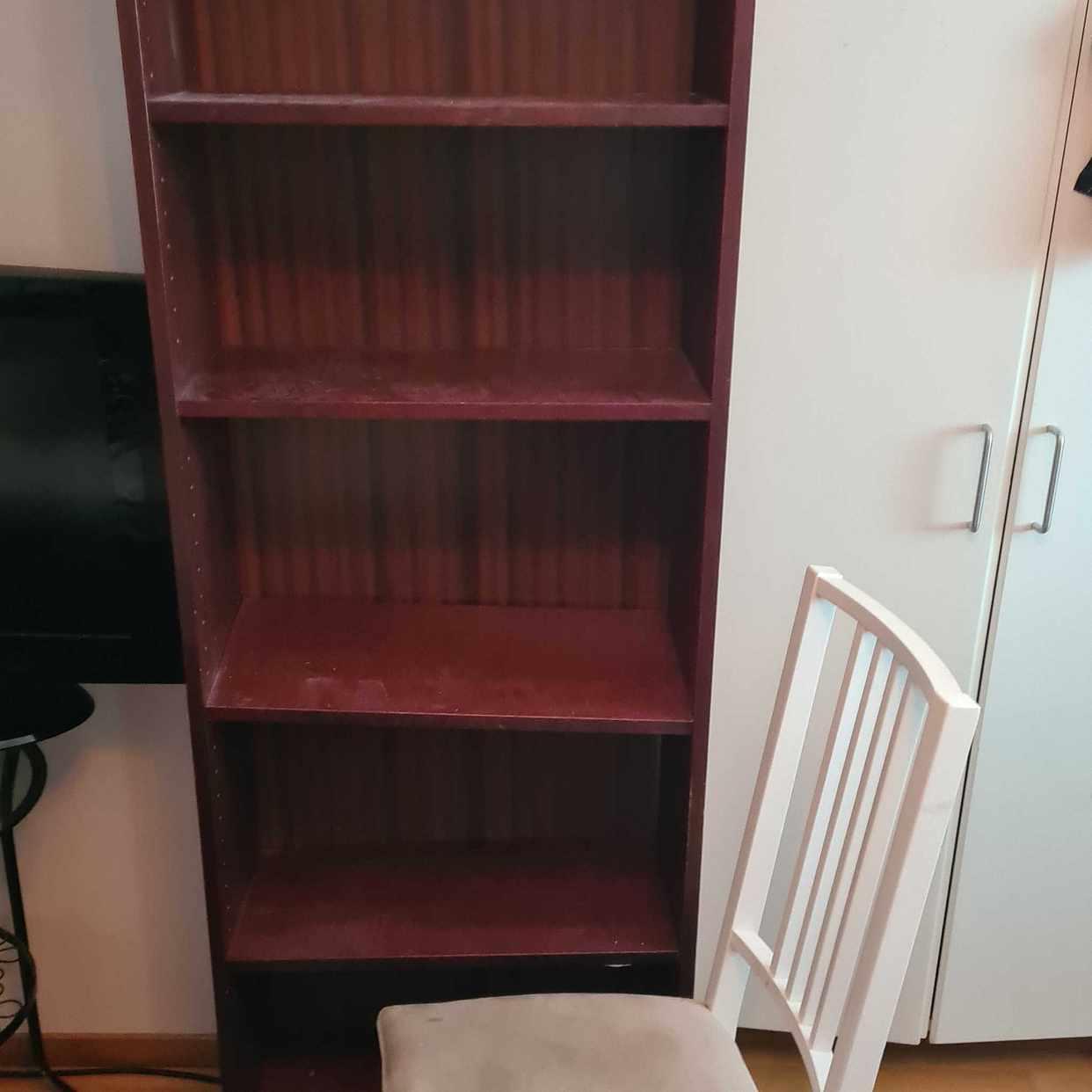 image of Bokhylla och stol - Upplands Väsby