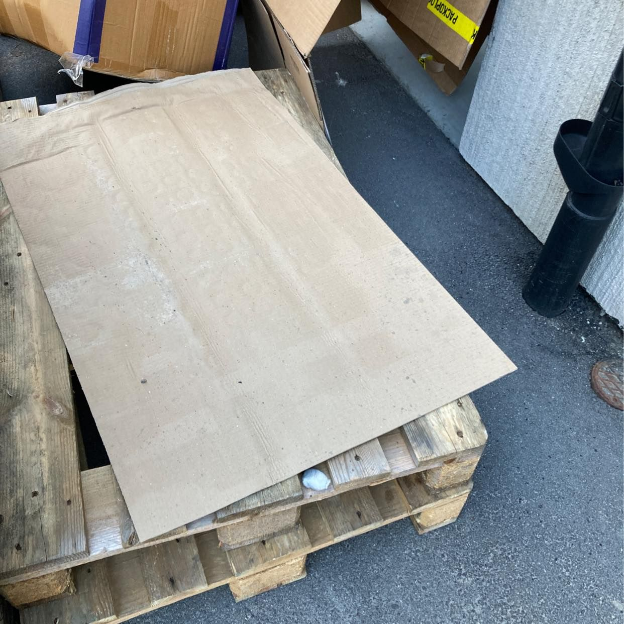 image of Pallar, kartonger, skräp, - Rönninge