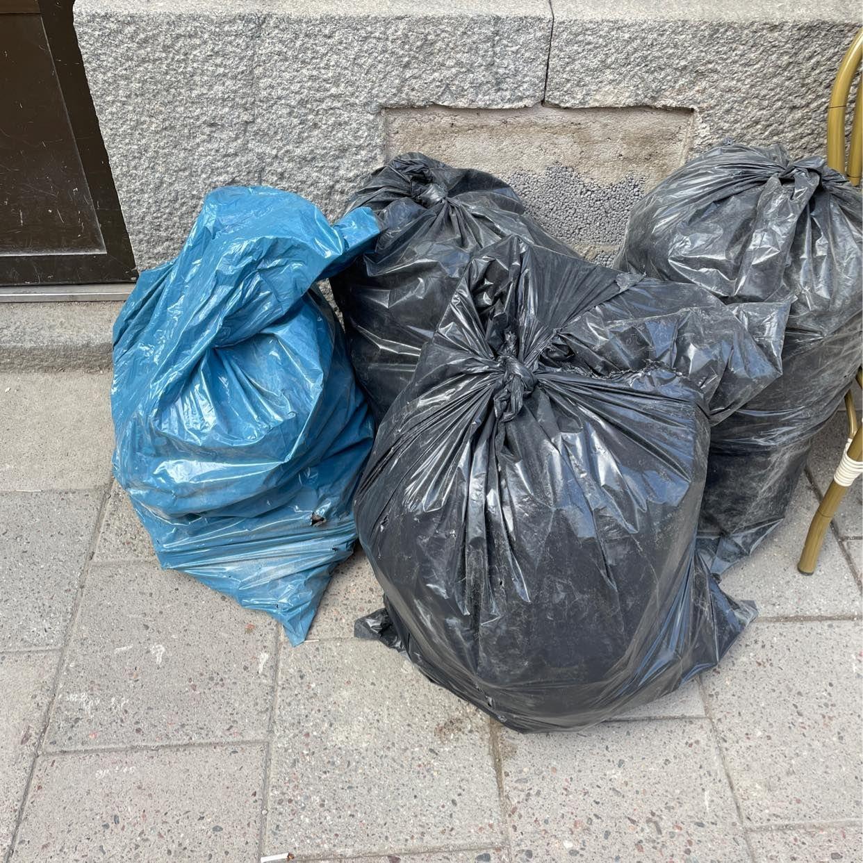 image of 4 säckar byggavfall - Stockholm