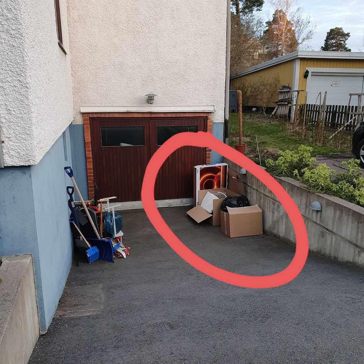 image of Kartonger med återvinning - Älvsjö