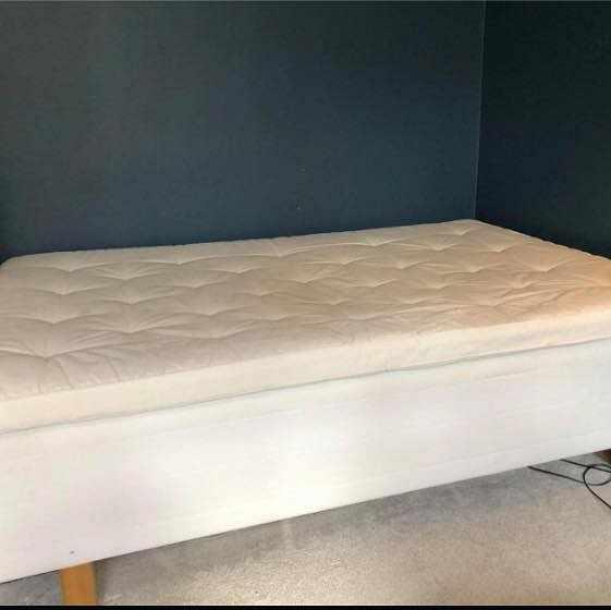 image of Säng 140 cm och madrass -