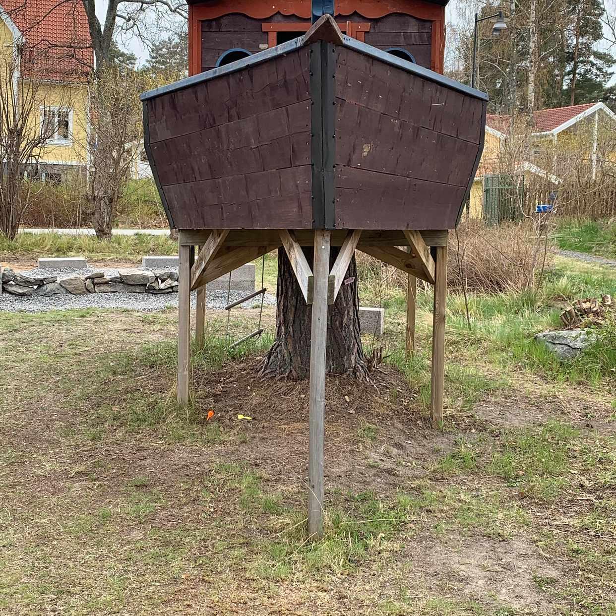 image of Tuff trädkoja bortskänkes - Saltsjöbaden