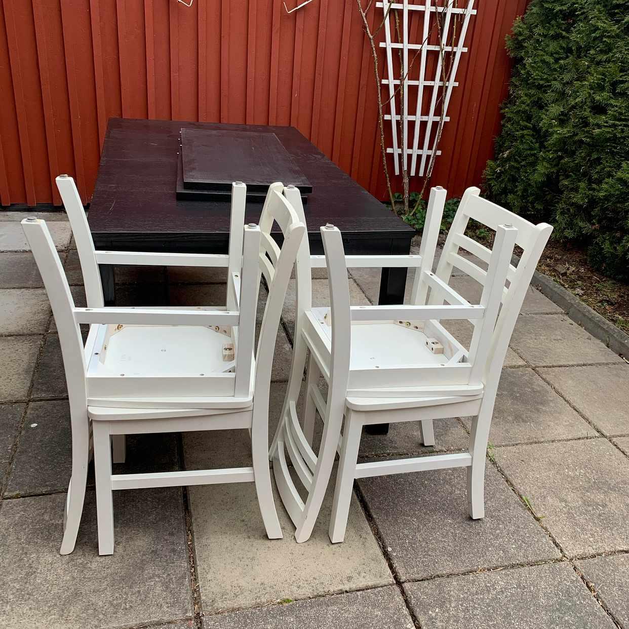 image of Fyra stolar och ett bord - Vällingby