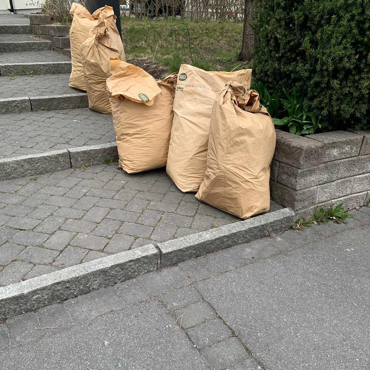 image of 5 säckar trädgårsavfall - Täby