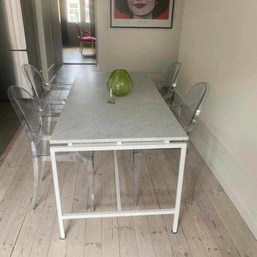 image of Hämta ett matbord. -