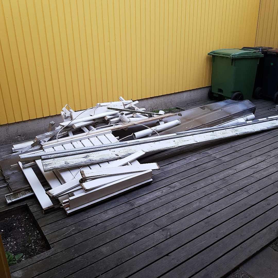 image of Avfall - trä, plast, meta - Täby