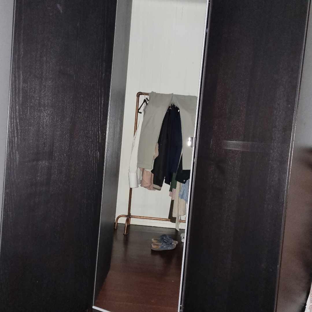 image of Garderob +Trasig soffa - Stockholm