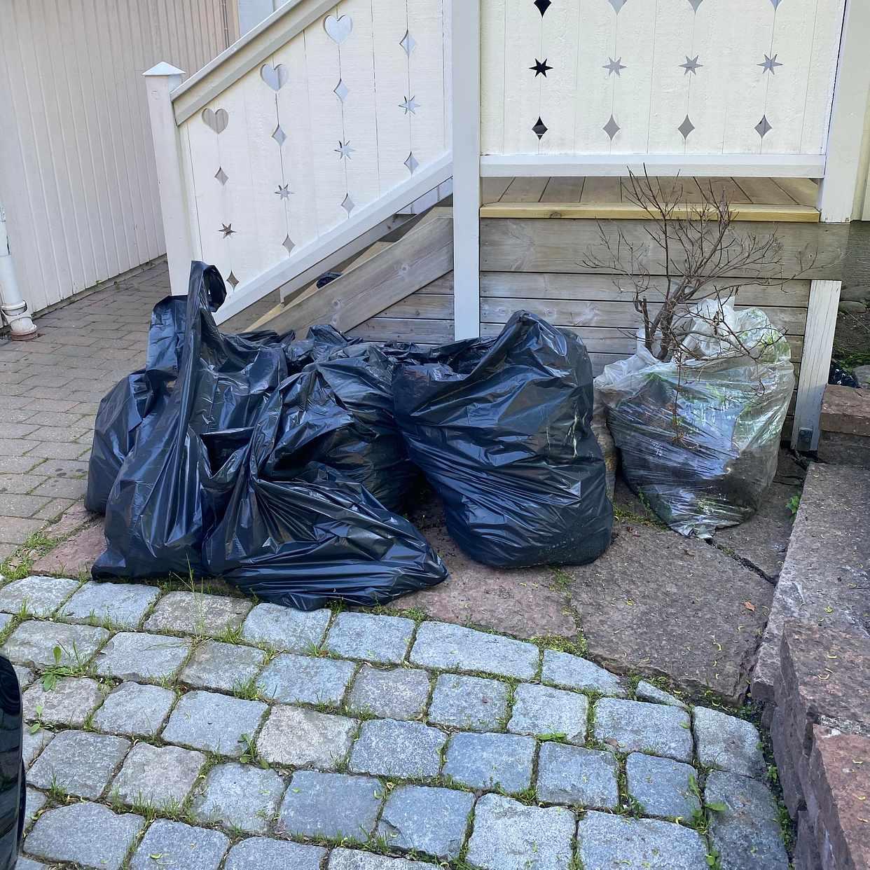 image of Hämta, återvinn div skräp - Saltsjöbaden
