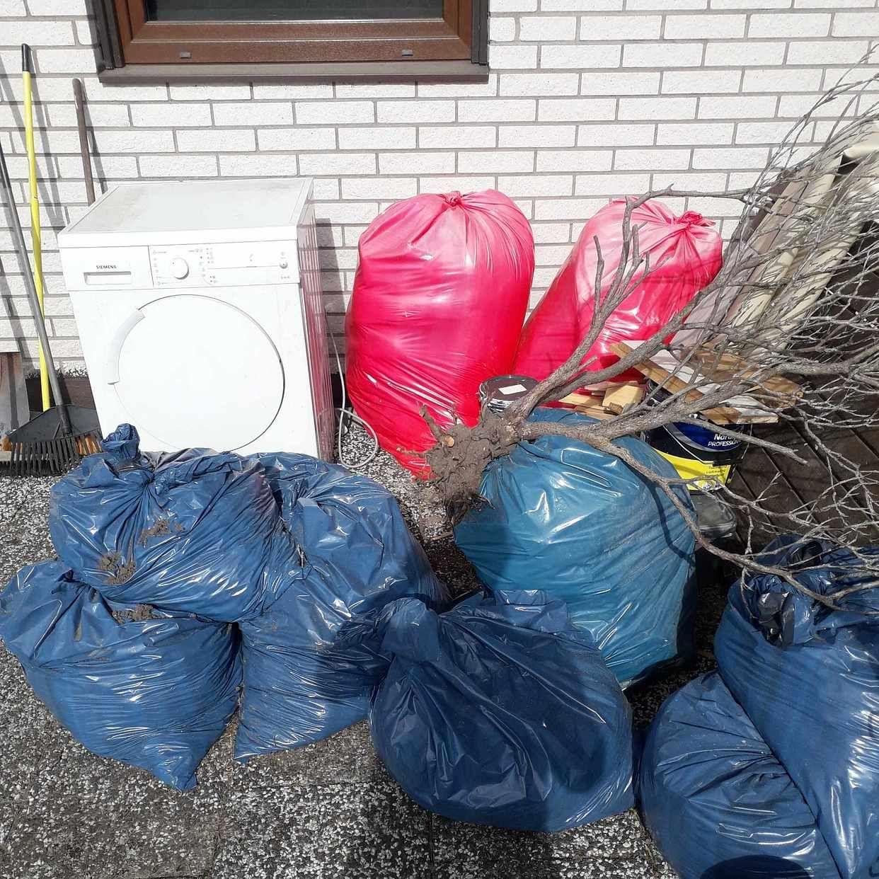 image of Påsar med trädgård avfall - Tyringe