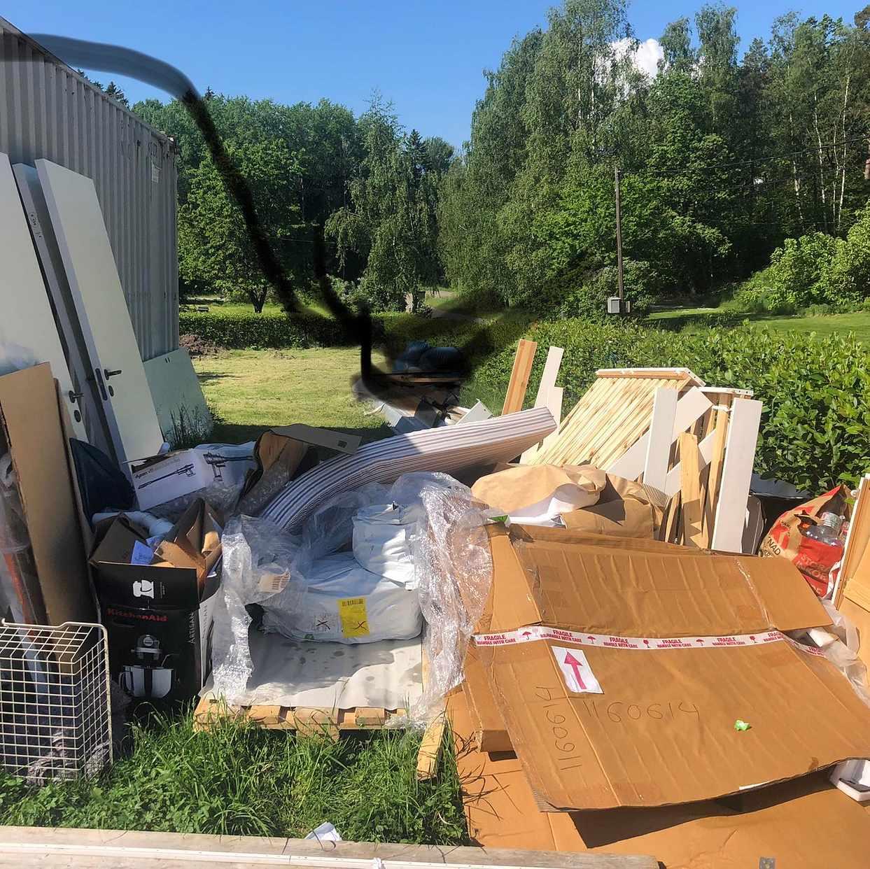 image of Emballage, trasig möbel m - Värmdö