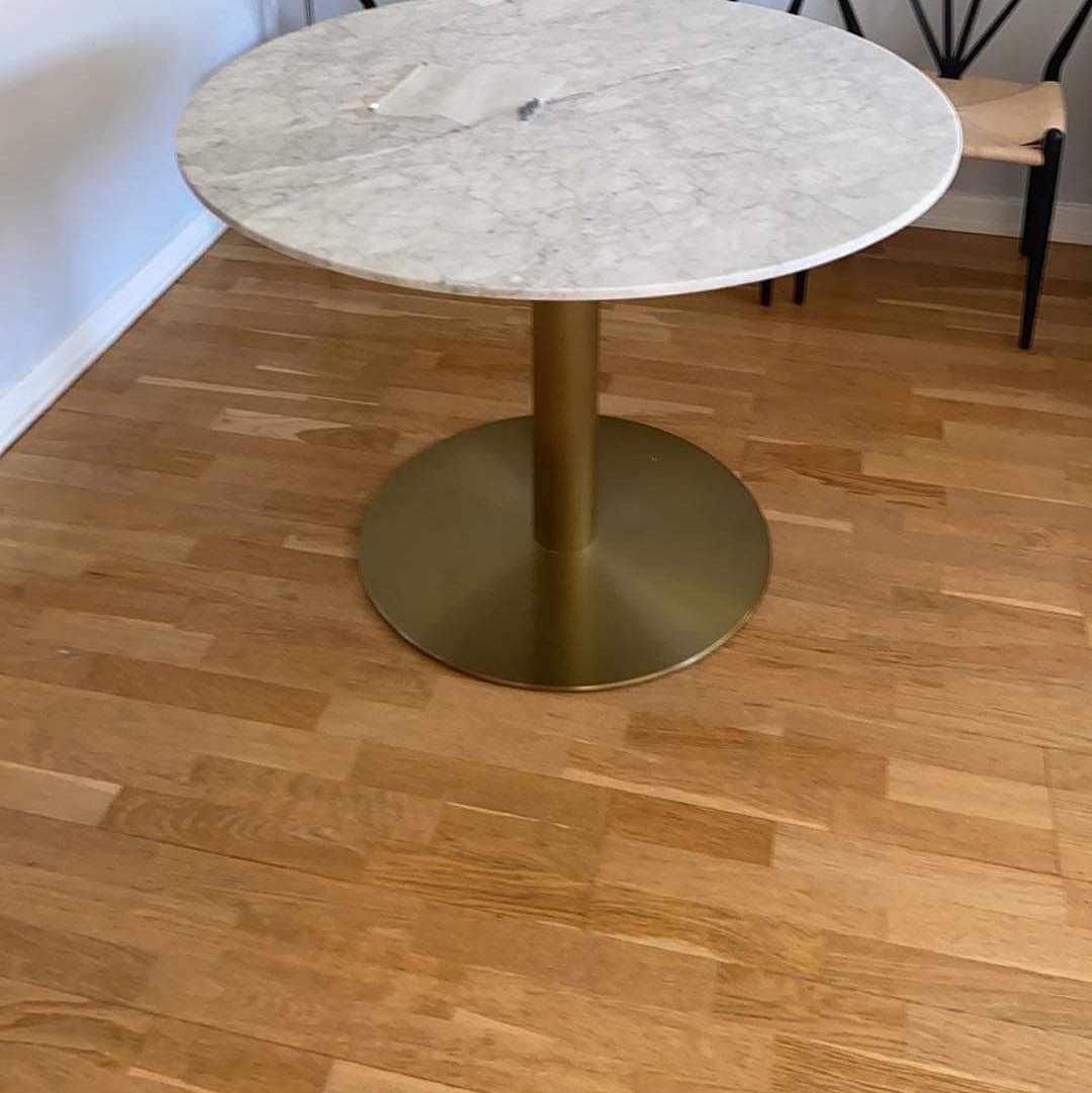 image of Upphämtning av ett bord -