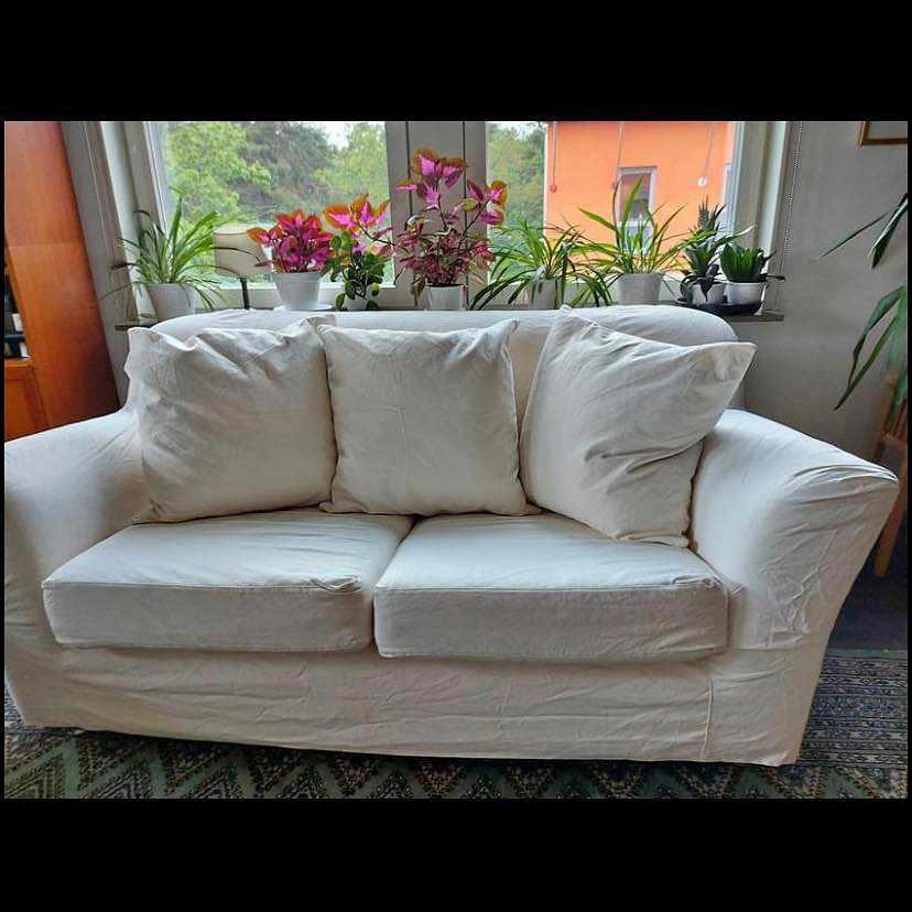 image of Leverans två sits soffa -
