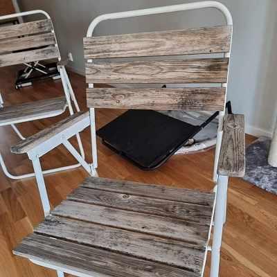 image of Två stolar+ litet bord -