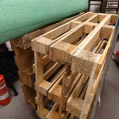 image of 4 pallets and 1 carpet 3m -