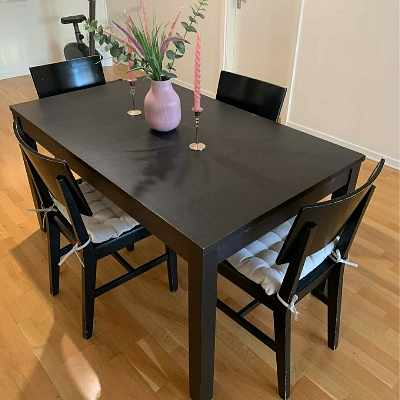 image of Move table and 4 chairs -