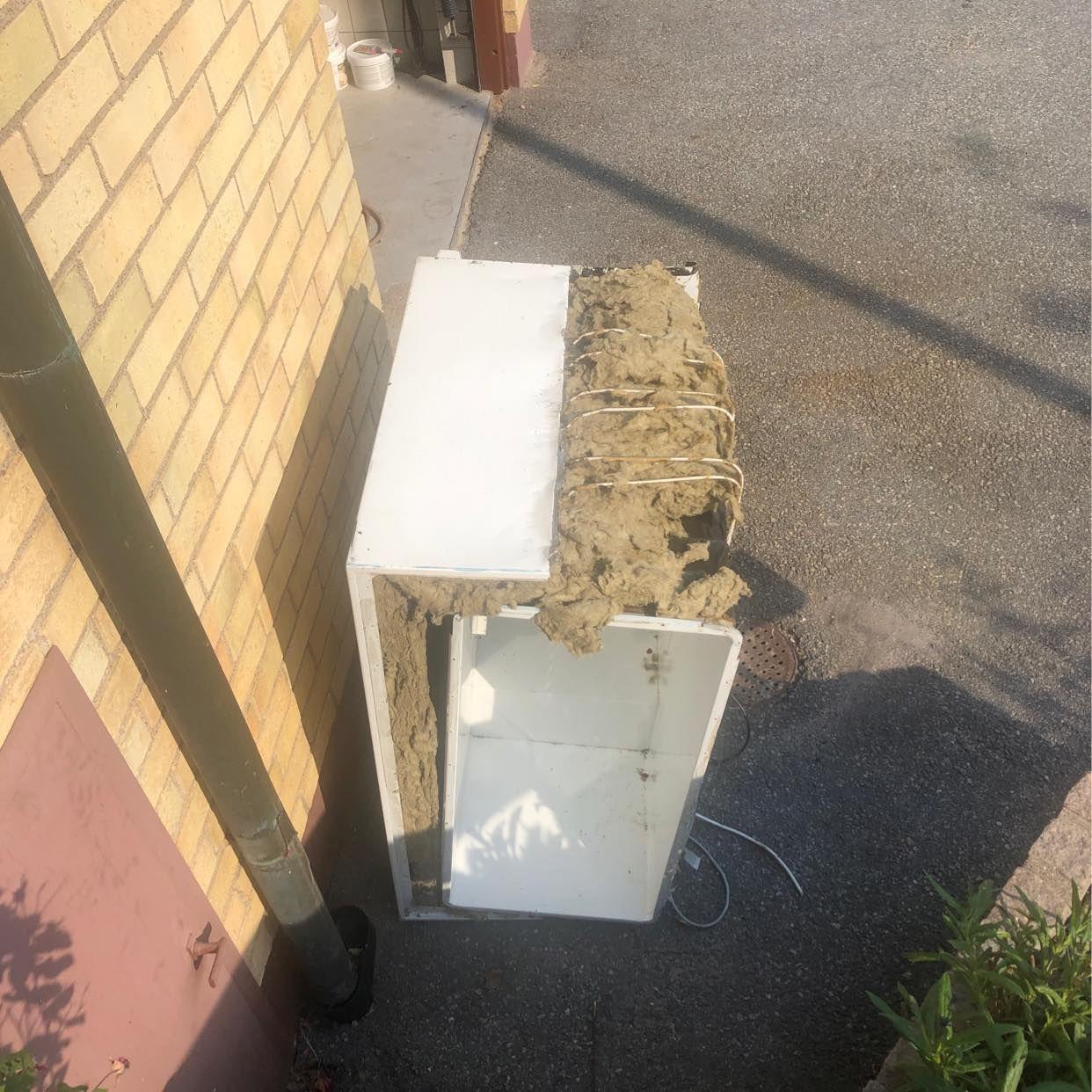 image of Delvis demonterad frysbox - Spånga