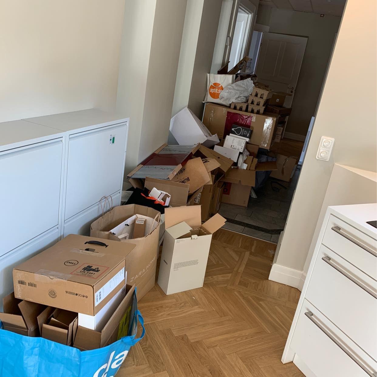 image of Hämta upp kartonger - Stockholm