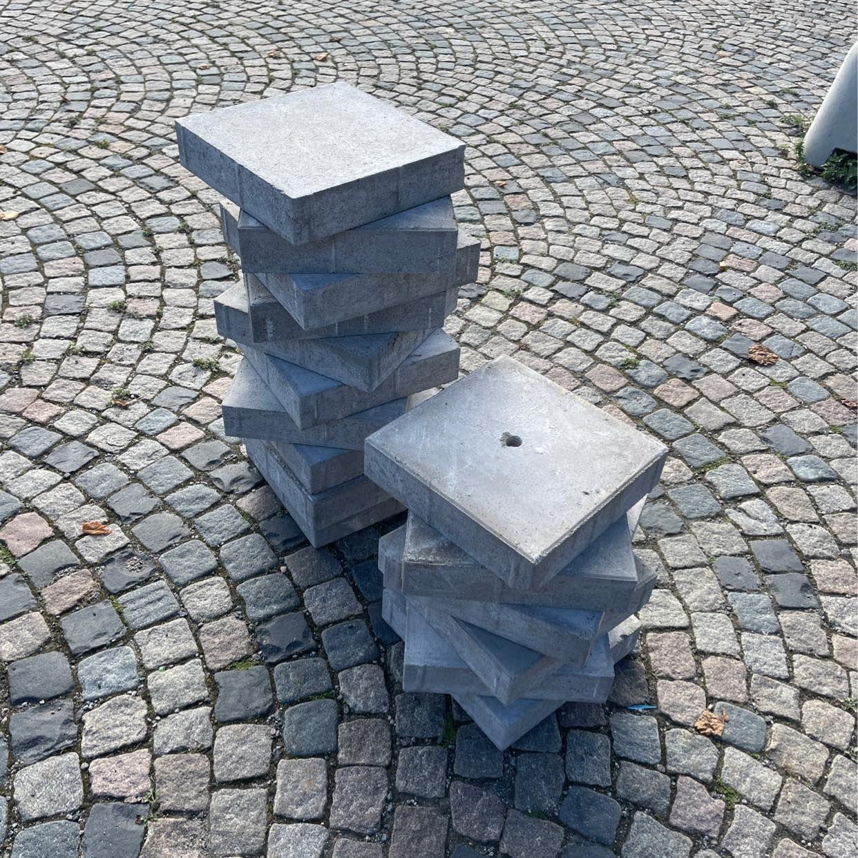 image of Metallskärmar och sten -