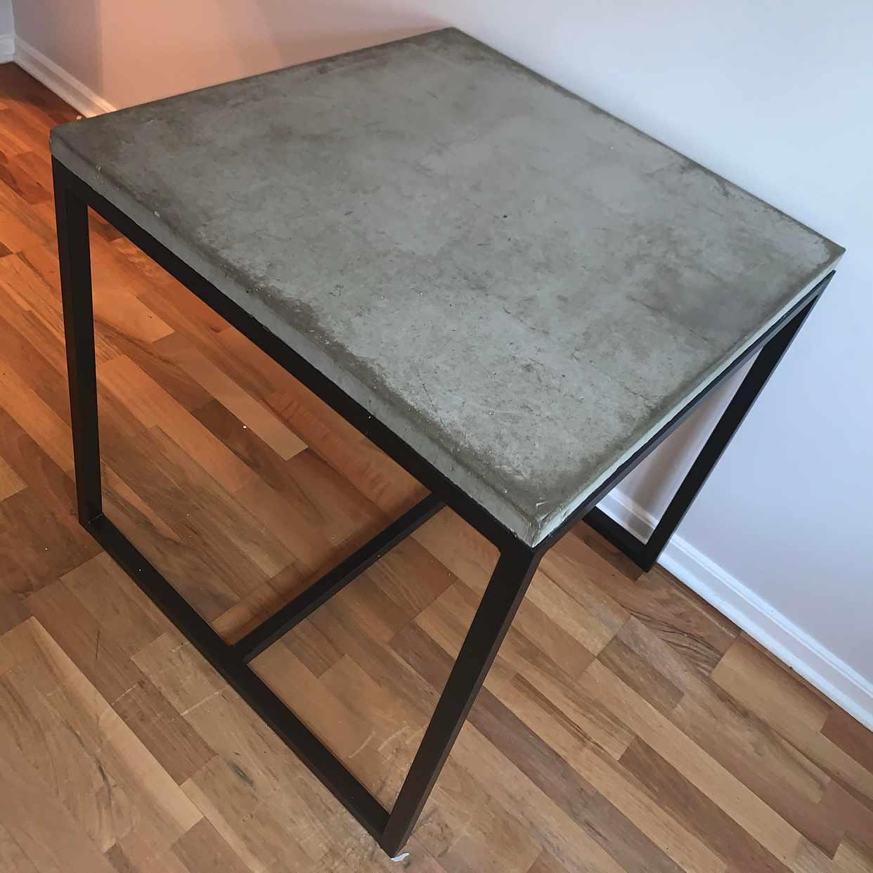 image of Bord gjutet i betong - Stockholm