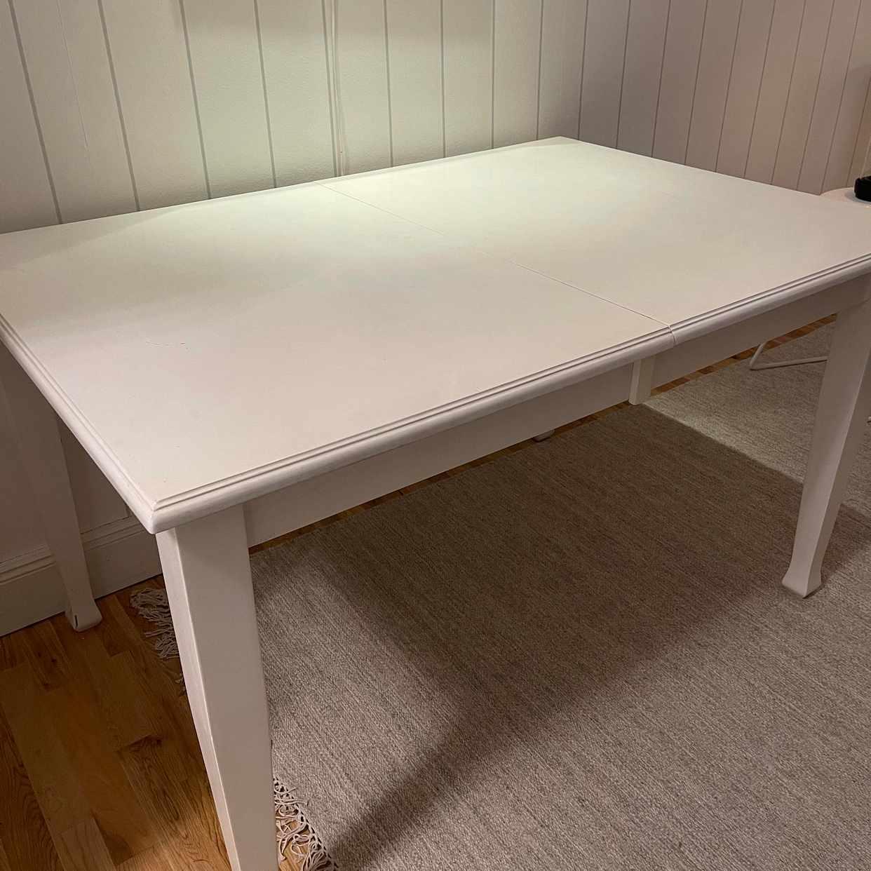 image of Hämta och slänga ett bord - Stockholm