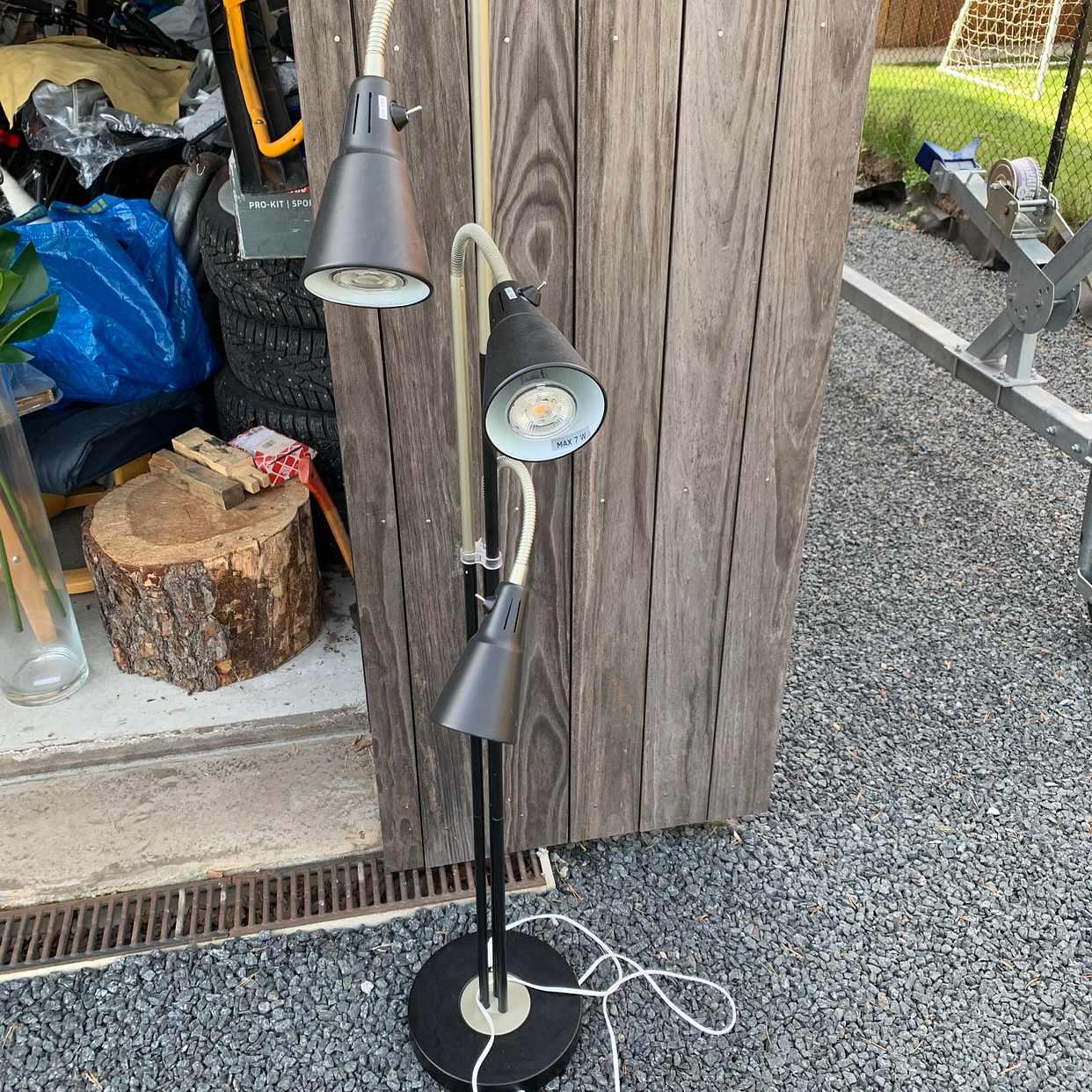 image of Lampa bortskänkes - Lidingö