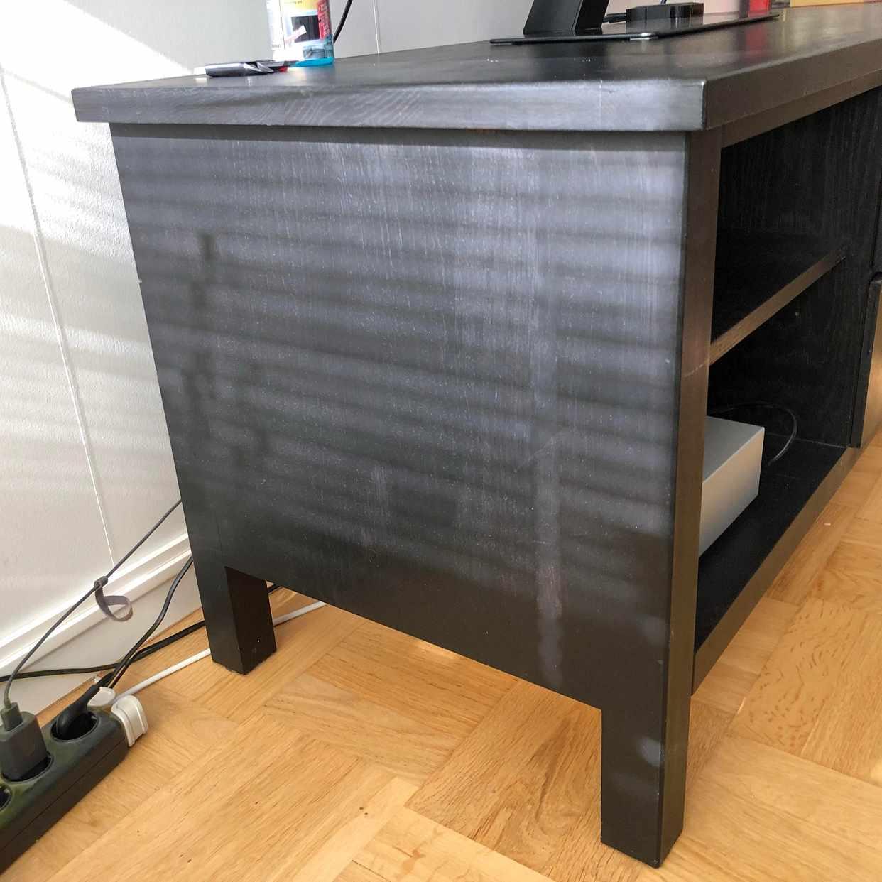 image of Tv bänk skänkes - Farsta