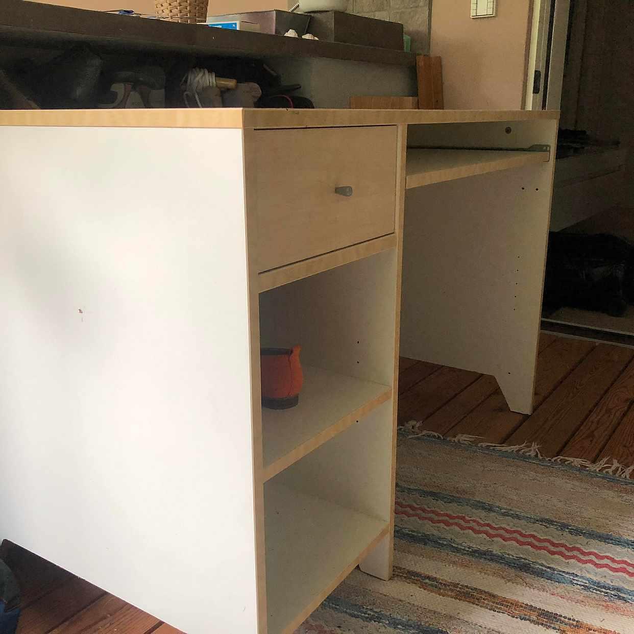 image of Skrivbord bortskänkes -