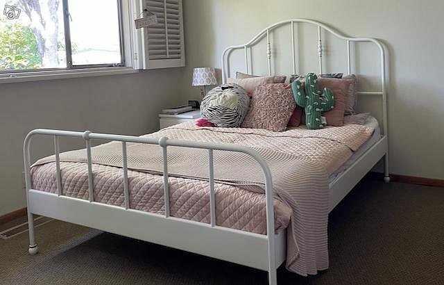 image of Ikea Sagstua vit sängstom -