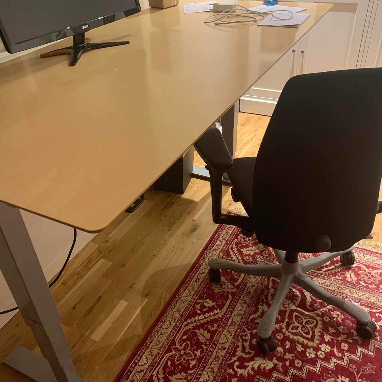image of Skrivbord och kontorsstol -