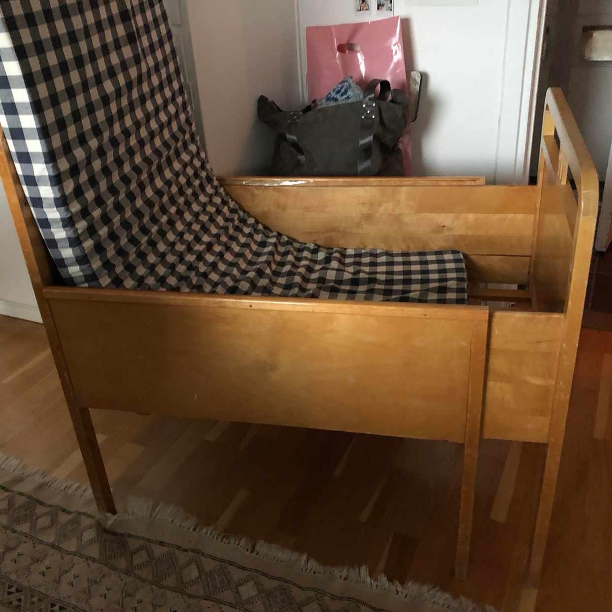 image of Att flytta en barnsäng -