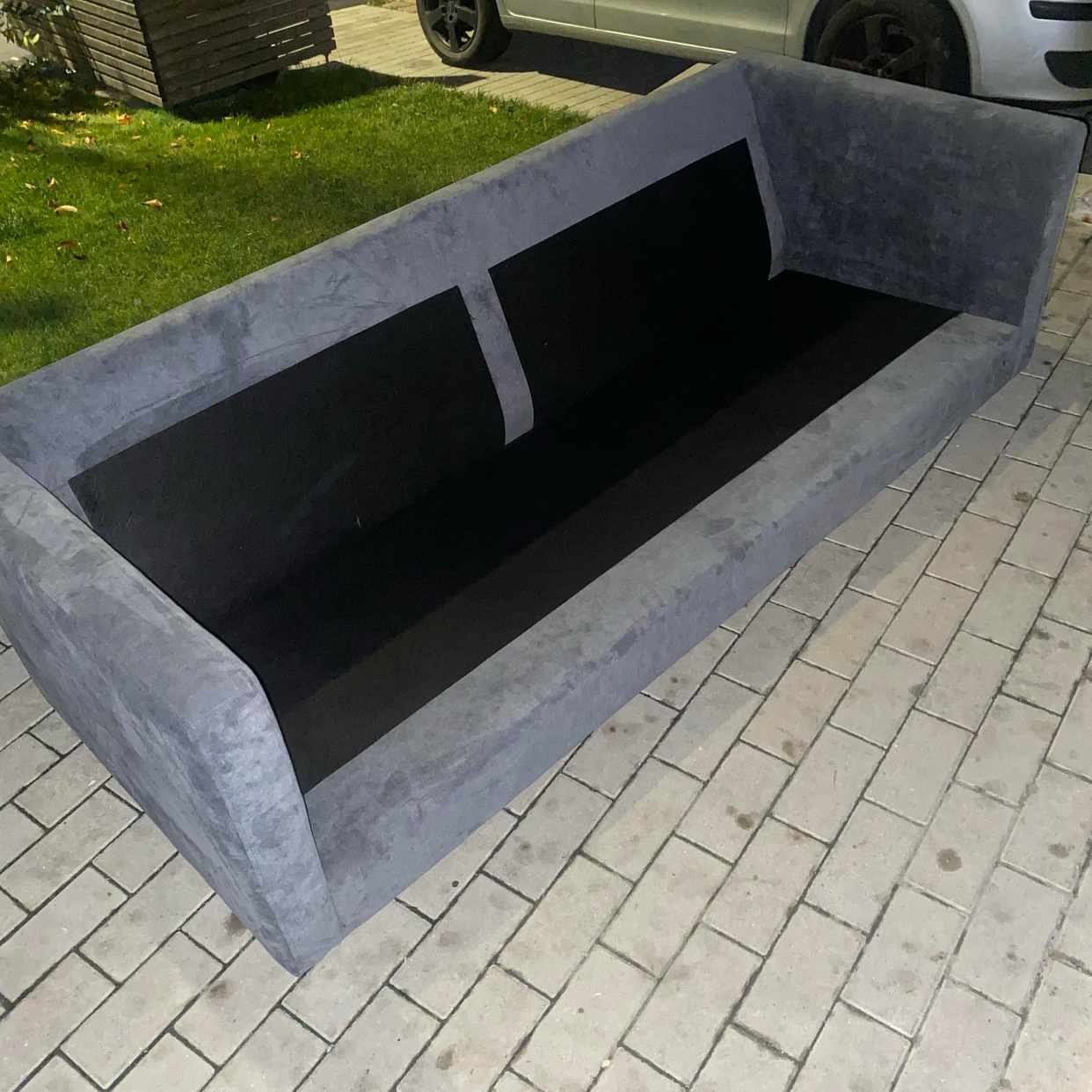 image of Leverera en soffa -